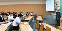 明星大学で模擬授業を体験! 大学との密な関係が強み