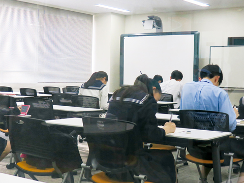 センター内には自習室も併設。より集中して勉強ができると生徒から評判。