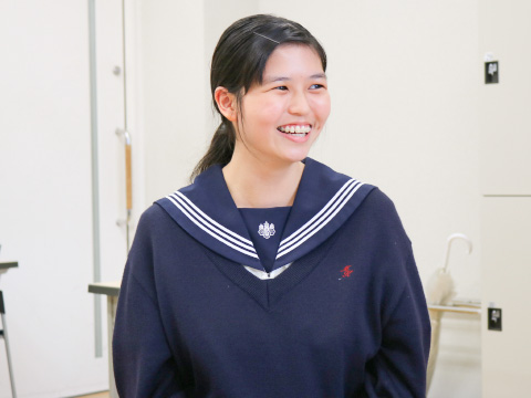 将来は語学力を活かせる女優になりたいと語る小野さん
