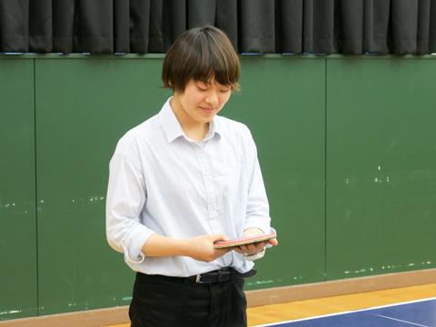 高校時代、多くの時間を過ごした卓球場で当時を懐かしく振り返る田澤さん