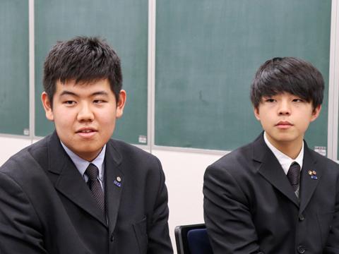 左から髙橋友記くん、草間壱颯くん。髙橋くんは美術部に所属、草間くんは柔道部と生徒会をかけ持ちしています。