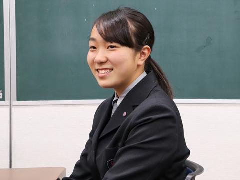 澤田七奈さんは陸上部に所属。3人とも同じクラスの高校2年生です。