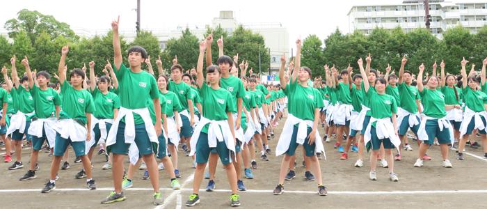 鮮やかに入り乱れる3色の軍勢! 火花散る体育祭