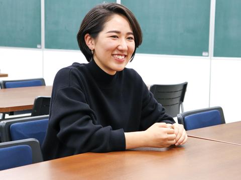 今年の春に國學院大学文学部中国文学科を卒業した中村さん。「書道は今も続けています」と、笑顔で語ってくださいました。