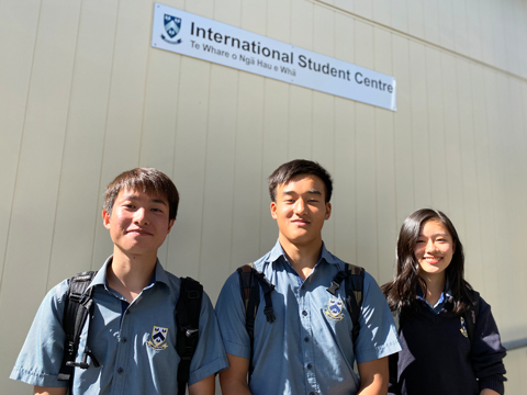 ニュージーランド研修に参加した生徒たち。生きた英語を学べる貴重な機会となっている。