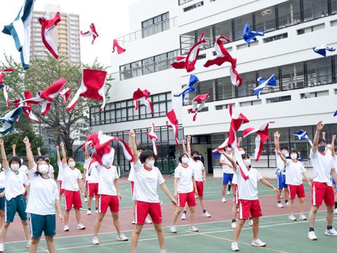 中学生全員の心が一つになったダンスの様子。
