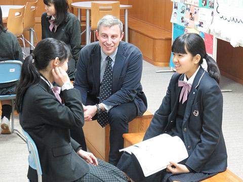 英語の授業を受ける生徒たち