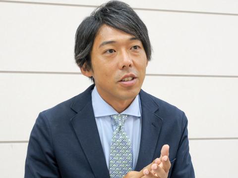 「学校の枠を超え、さまざまな環境で英語に触れてほしいと思っています」と語る渋沢先生。