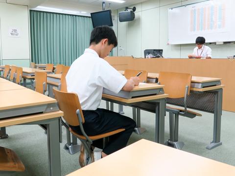 スタディルームのようす。学校で自習できれば、時間を有効活用できる。