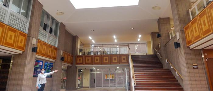 先生の案内で巡る、魅力的な学習環境&運動施設