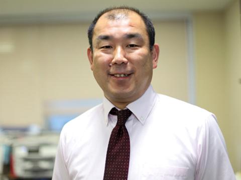 中学校の資格検定受検を率先して推進する、教頭の鈴木先生。