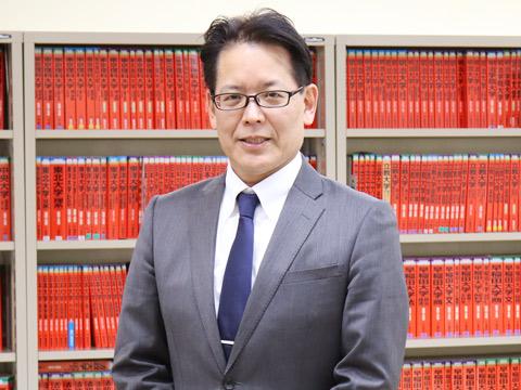 進路指導部長で社会科・数学科教諭の藤森啓先生。