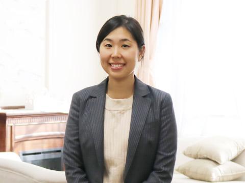 英語科教諭の溝田恵子先生。