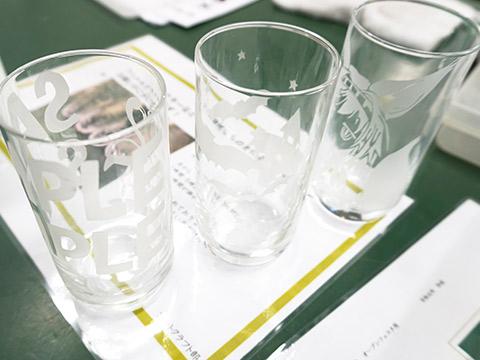 サンドブラスト体験で制作されたコップ