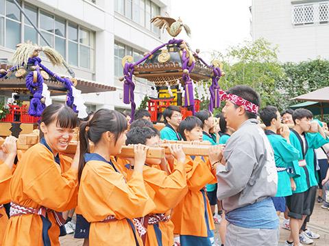 生徒の手によって作られた日駒神輿