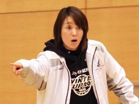 中学バスケットボール部顧問:山本 貴美子先生 全日本大学バスケットボール選手権大会優勝の経験を持ち、Wリーグを経て、指導者としてもチームを都大会準優勝、全国中学校体育大会出場、かつては優勝に導いてきた。【実績】全国中学校バスケットボール大会ベスト16、東京都中学校バスケットボール選手権大会 準優勝