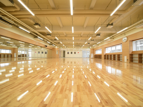 冷暖房完備の新しいダンス専用スタジオなど、環境も充実。