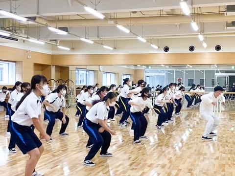 ロサンゼルスを中心に活動する池田 拓先生や、松山バレエ団出身の榊 珠名先生など実力派の講師を招聘。