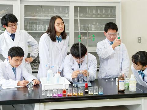 化学実験の様子