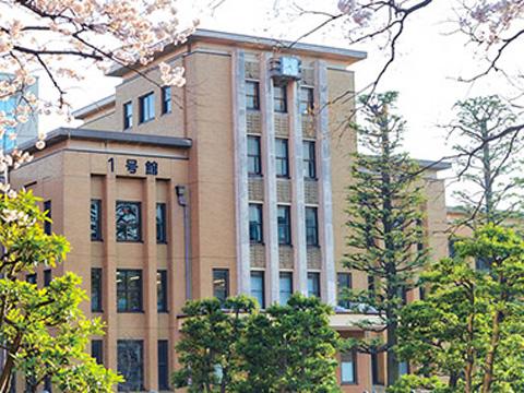 校舎から徒歩1分の距離に日大文理学部のキャンパスがあり、生徒たちは大学の施設も使用できる。