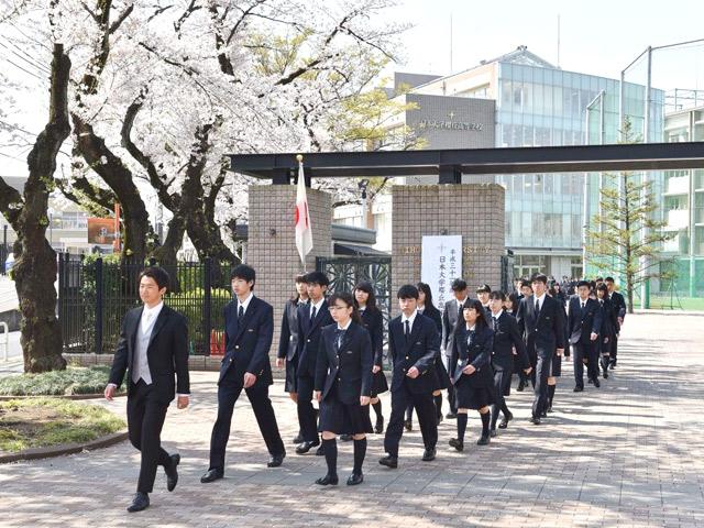入学式(4月) 緊張しつつも希望と期待に胸を膨らませ新たな一歩を踏み出しました。