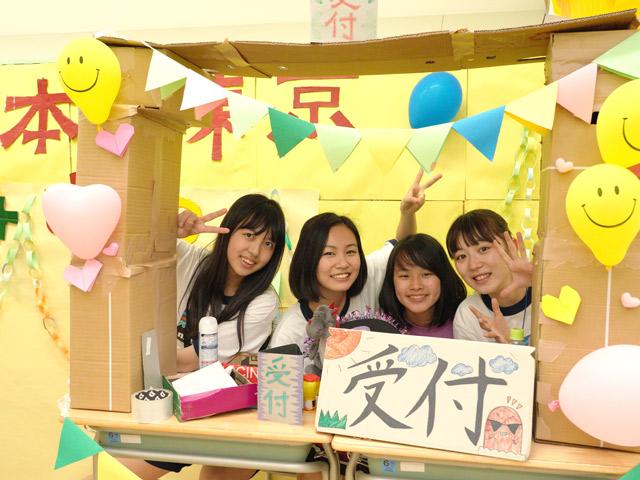 櫻高祭(6月) 生徒たちの模擬店も大盛り上がり! 老若男女問わず楽しんでいました。