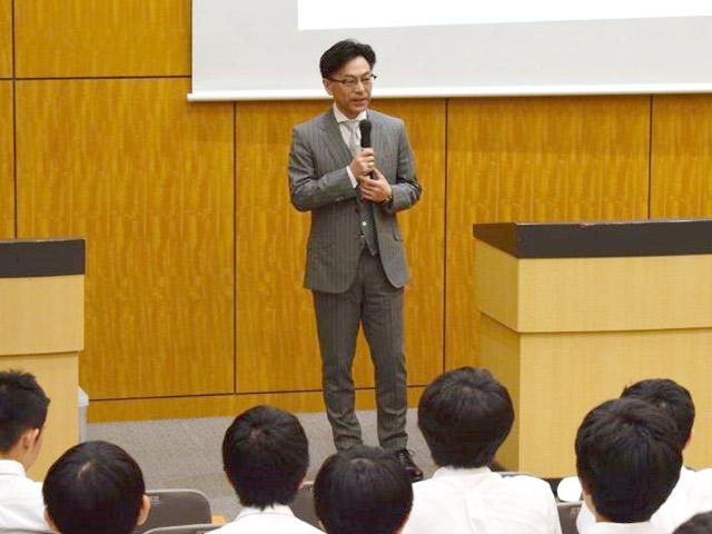 日本大学法学部長講演(7月) 学部・学科の説明だけでなく、法職課程の説明も行われました。