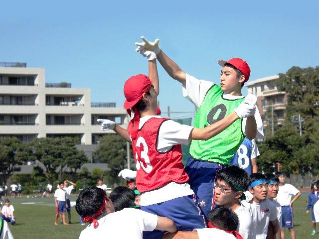 体育祭(11月) 学年の枠を超え団結した生徒たち。今年は「緑団」が見事優勝!
