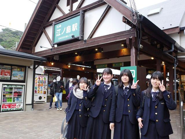 1年生校外教育(12月) 鎌倉での校外教育では生徒が事前に計画を立て、通りに名所を巡りました。