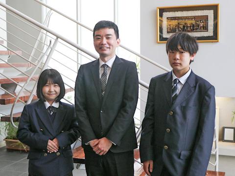 (左)Eさん(右)Kくん(中央)お二人の学年担当でもある社会科・藤岡和宏先生