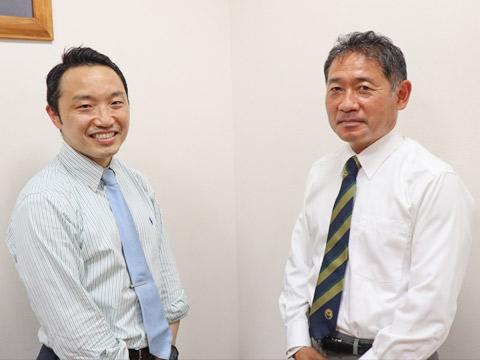 学年主任の中川先生(右)と、副主任でクラス担任の田口先生