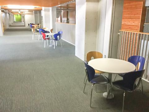 教室前コミュニケーションスペース