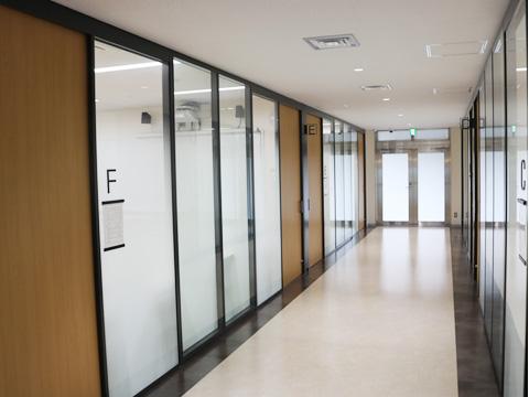 新棟「感恩館」3階の会議室