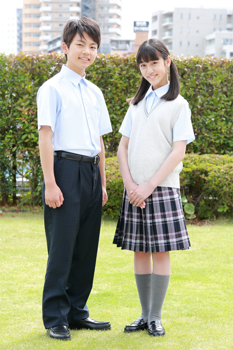 中学生:夏の新制服