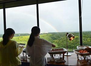 3日目の朝。疲れが見え始めた生徒たちを、虹が激励してくれました