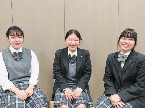 インタビューに答えてくれた高1の3人(左からY.Oさん、K.Oさん、H.Mさん)