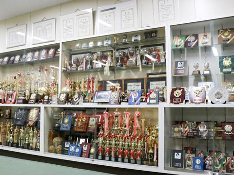 歴史あるバレーボール部は中・高共に全国大会を目指す強豪チーム。昨年は「東京私立高等学校 男女バレーボール選手権大会 女子 準優勝」に輝くなど、その実力は確かなもの。活動日は火~日曜の週6日と練習時間もたっぷり。