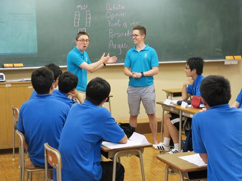 オールイングリッシュでイギリス文化などを学べる「Sugamo Summer School(SSS)」のようす