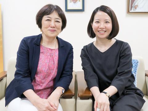 新井先生(右)も卒業生の一人。三田先生(左)は恩師でもある