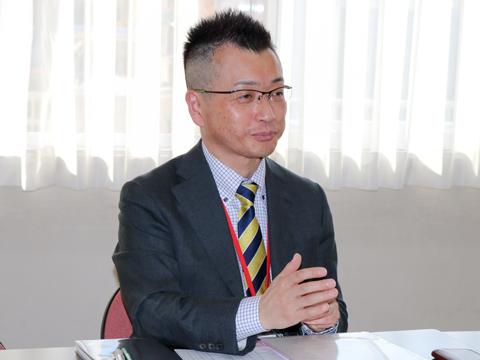 中村先生は進路相談のほか、社会科教諭、バドミントン部顧問として日々多くの生徒たちと接しています。