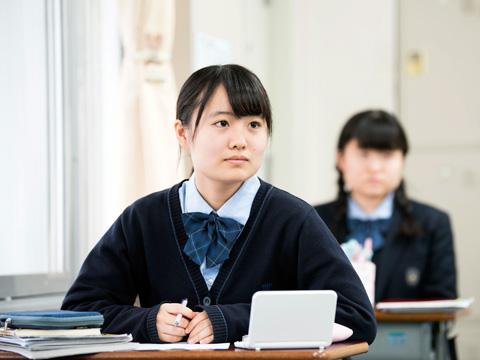 特進プログラムの授業では、生徒から質の高い質問が飛んできて驚かされる先生も多いそう。