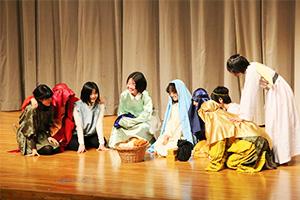 演劇部を中心にして結成された「劇団みこころ」による聖劇