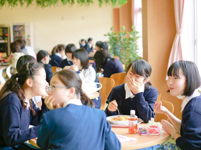 カフェテリアの様子(お昼休み)