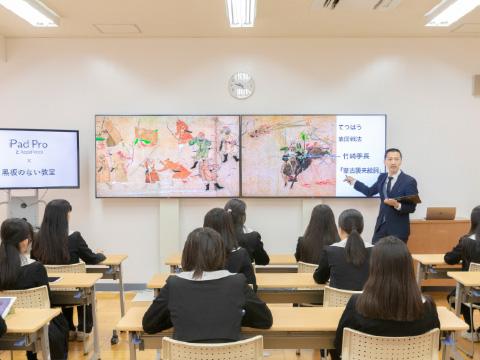 最先端のICT教育によって実現している「黒板の無い授業」
