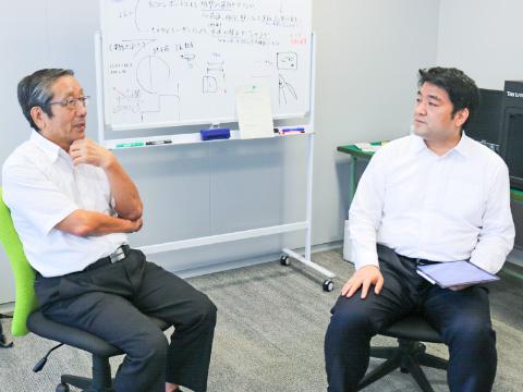 瀧野川女子副校長の山口先生(右)