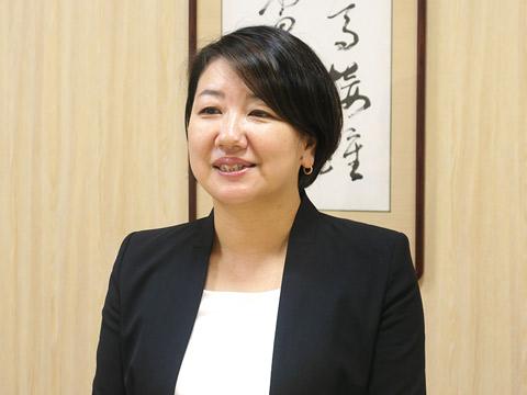 インタビュー中の木内美穂先生