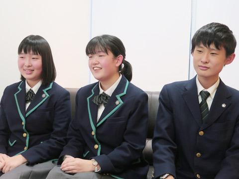 (左から)芦村真緒さん、泉水萌(めぐみ)さん、渡邉俊太くん