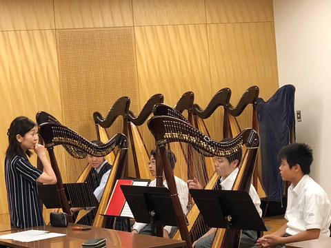 「ひとり一つの楽器」の授業のようす