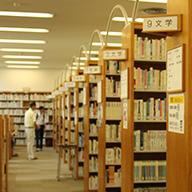 [図書室]新刊から古書まで幅広い取り揃え