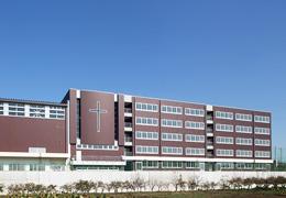 ピカピカの新校舎外観
